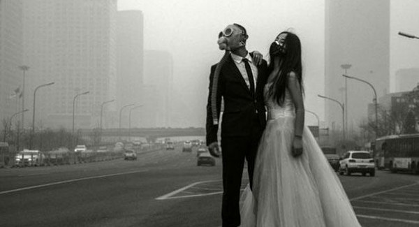 Wedding Chinese couple – Pollution danger!