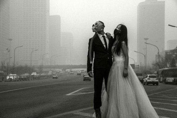 Chinese Couple Poses With Gas Masks For Their Wedding
