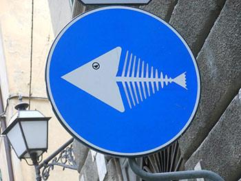 Sticker Art - Il nuovo volto dei cartelli stradali