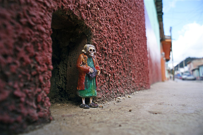 Isaac Cordal - Cement Eclipses, Chiapas Mexico