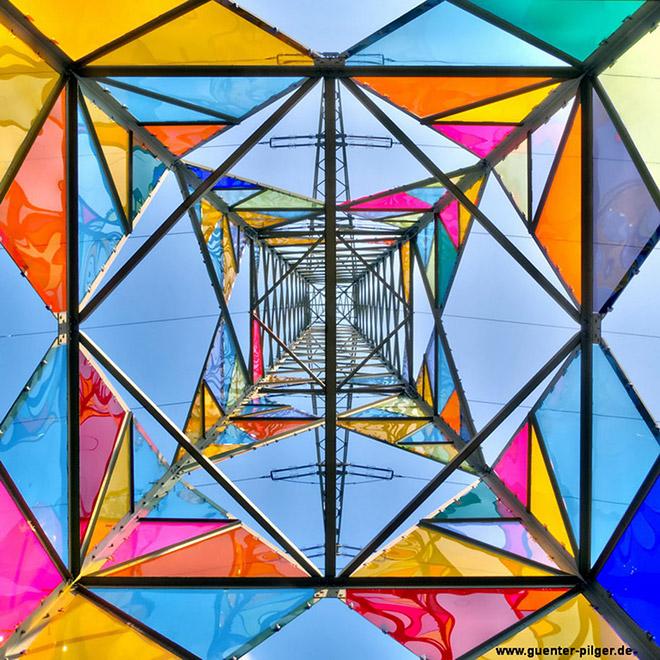 Da torre elettrica a faro multicolor