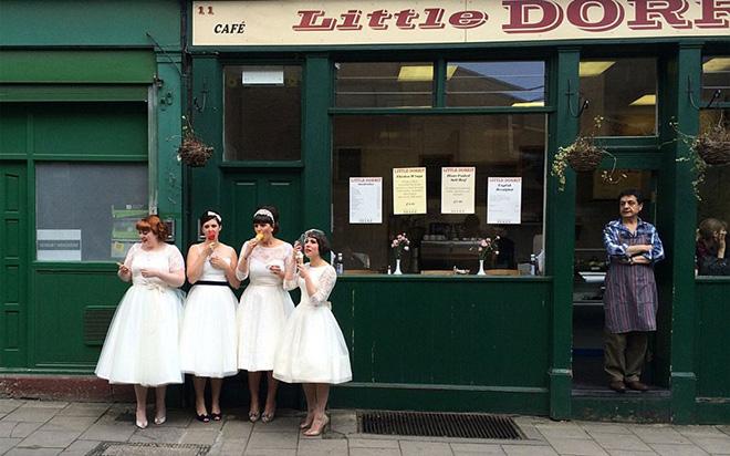 """Merit Prize Winner: """"Ladies in waiting"""" – Susie Stern"""