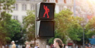 The dancing traffic light manikin - Lisbona