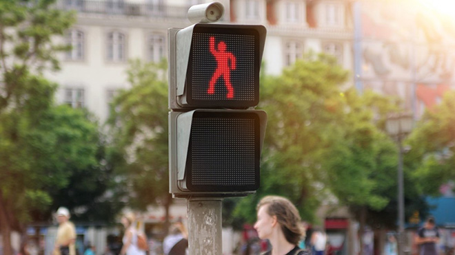 The dancing traffic light – Waiting fun