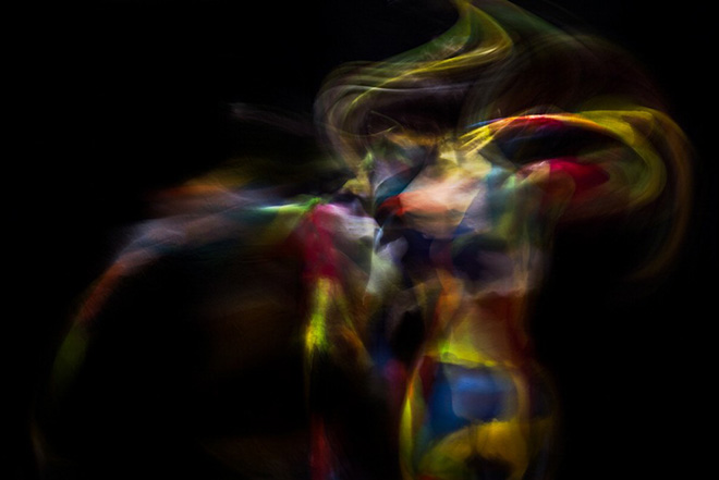 Colors in Motion - Exploring body and movement trough photography and body art