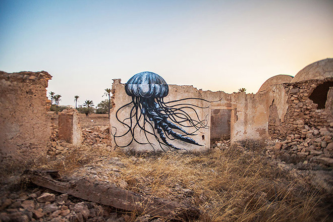 Il villaggio della street art in Tunisia, painting by ROA