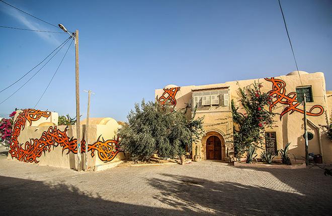 Il villaggio della street art in Tunisia, mural by el seed