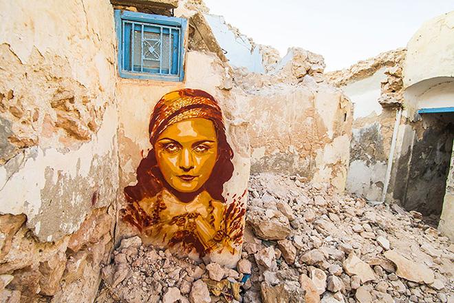 Il villaggio della street art in Tunisia, painting by spanish artist B-TOY