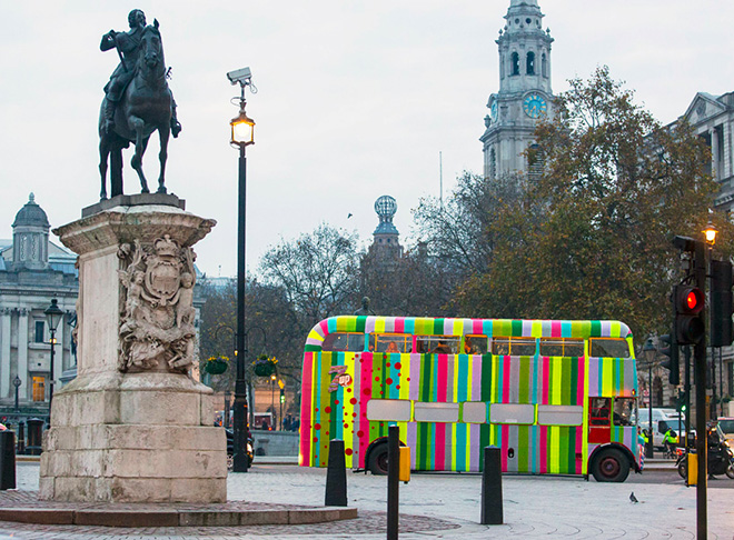 knitted double-decker bus takes to london streets for 7up campaign