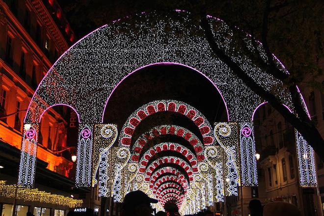 Festival of Lights in Lyon - Scintillante Photo by Nara Shin