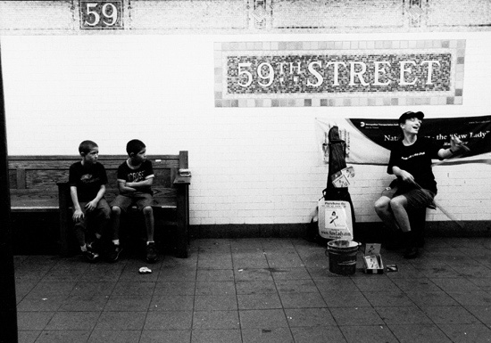 Natalia Paruz, Saw Lady, 59th Street, July, 2005. Photographer: Oscar Durand