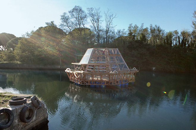 Jellyfish Barge - Studiomobile, photo by Matteo de Mayda