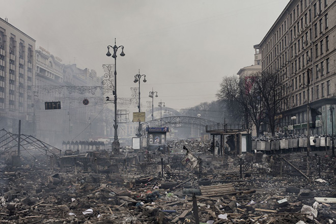 JÉRÔME SESSINI - Final fight for Maidan - World Press Photo of the year 2014