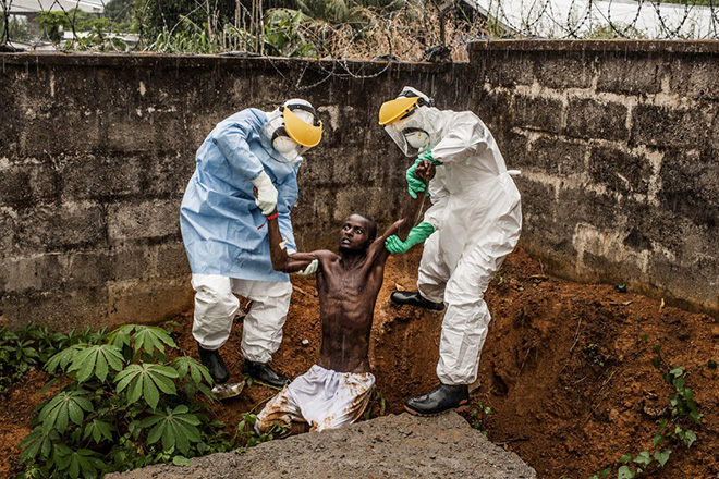 Pete Muller - Ebola in Sierra Leone - World Press Photo of the year 2014