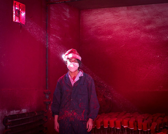 Ronghui Chen - Christmas Factory - World Press Photo of the year 2014