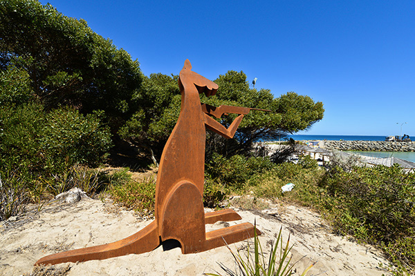 Jimmy Rix, roo shooter, Sculpture by the Sea, Cottesloe 2015. Photo Clyde Yee