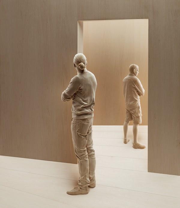 Peter Demetz - Sculture in legno, uscita dal palcoscenico, tiglio, 120 x 100 x 40 cm - 2011