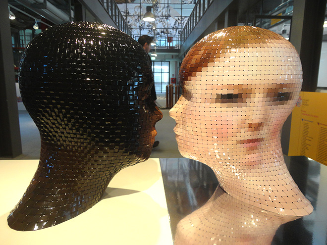 Gianluca Traina - PORTRAIT 360° - Tell me, 2012, scultura di carta intrecciata