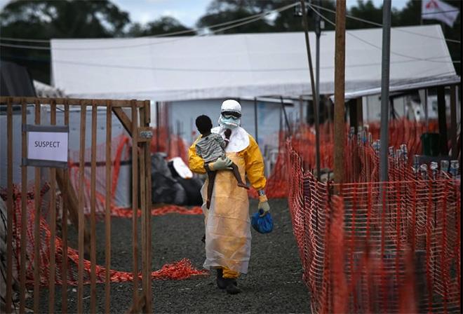 © John Moore / Getty Images, US, L'Iris d'Or, L'epidemia di ebola devasta la capitale liberiana, 2015 Sony World Photography Awards