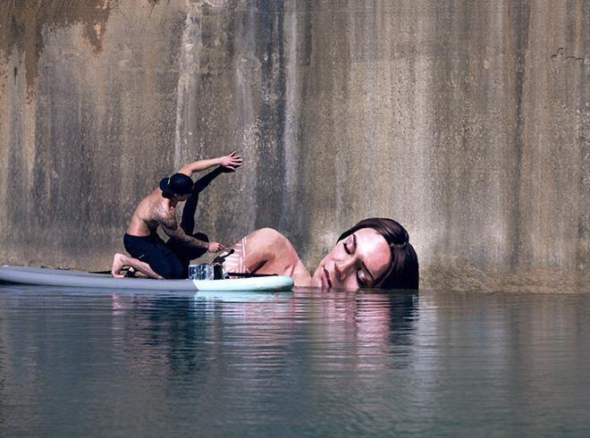 Hula - Street art a pelo d'acqua