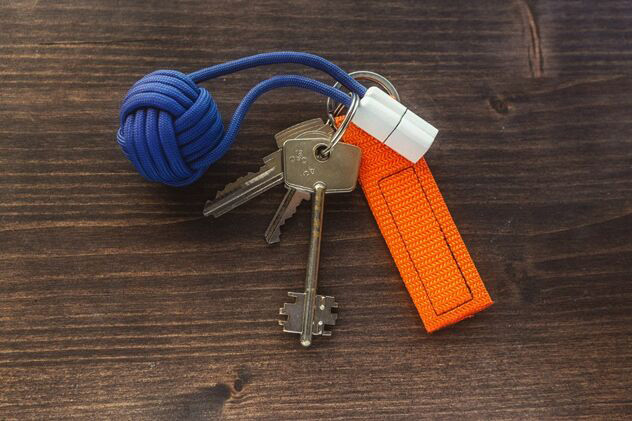 Bold Knot - iPhone Charger in a Keychain