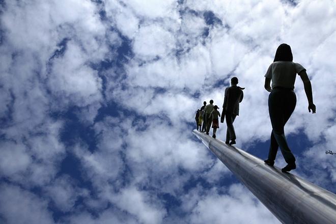 Jonathan Borofsky – Walking to the sky
