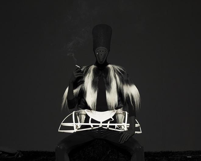Mustafa Sabbagh, onore al nero_untitled, 2014 - stampa lambda su dibond, cm 81x100. ed. di 5 + PA - © mustafa sabbagh