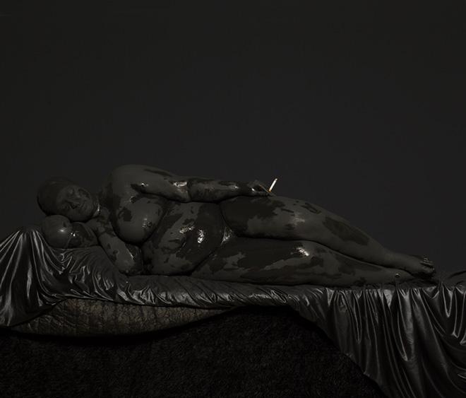 Mustafa Sabbagh, onore al nero_untitled, 2015  - stampa lambda su dibond, cm 85x100. ed. di 5 + PA - © mustafa sabbagh