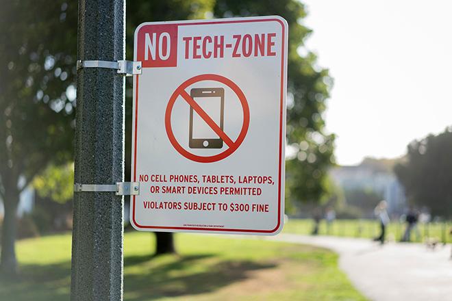 No Tech-Zone Signs – Cash Studios