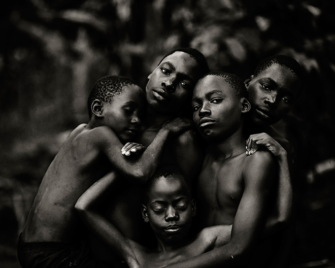 Linelle Deunk (NETHERLAND) - Band of brothersPeople&Portrait, Mukono district (Uganda) - 2014. 1 classificato PEOPLE&PORTRAIT,  Siena International Photography Awards.