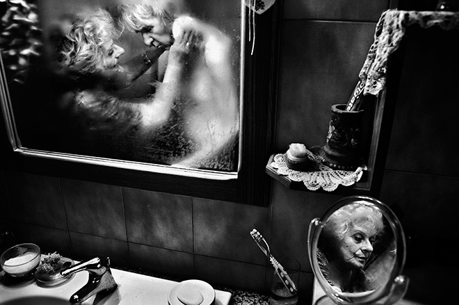 Fausto Podavini (ITALY) - MiRella, 1 classificato OPEN MONOCROME,  Siena International Photography Awards.