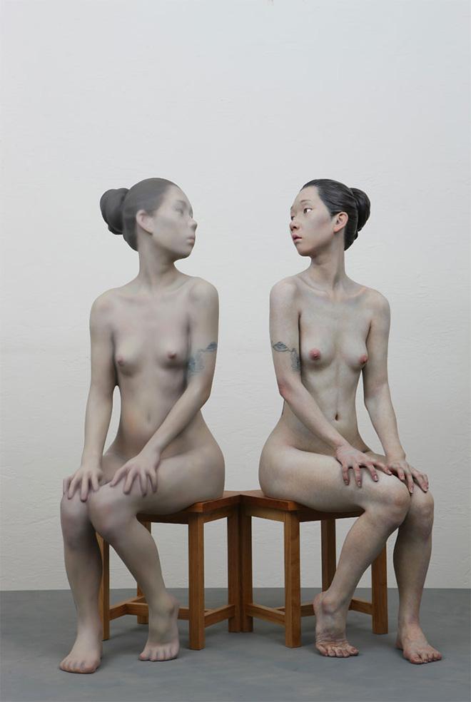 Choi Xooang, Reflection, 2012, olio su resina, 82 × 52 × 87 cm