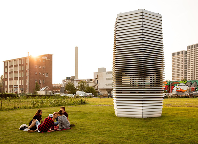 Daan Roosegaarde – The smog free project