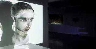 mustafa sabbagh - DPI - Darkness Per Inch, veduta dell'installazione, 2015. video-mapping su scultura in gesso, dimensioni ambientali. © mustafa sabbagh
