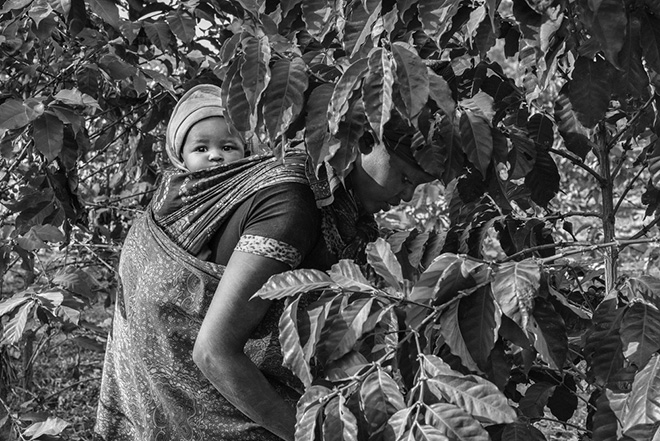 ©Jakob de Boer - Origin, Mother and Child, Tanzania 2015, Selenium toned, gelatin silver print - 66 X 102 cm