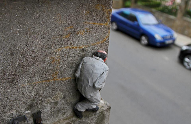 Isaac Cordal - Cement Eclipse, 2013