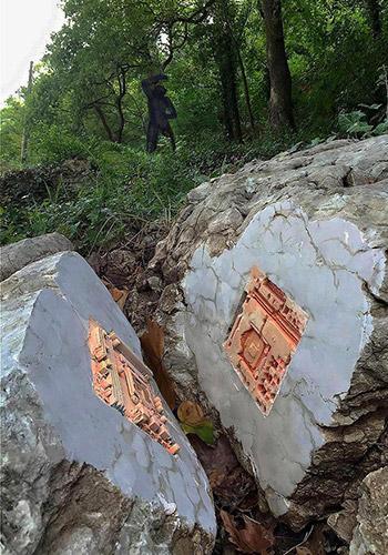 Fiorenzo Zaffina - Fossile, 2015. Intervento Land Art al Furlo. Foto: Ugo Piccioni