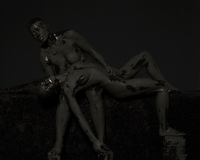 Mustafa Sabbagh - onore al nero _ untitled, 2015 , stampa fine art su dibond, 100x125 cm , ed. di 5 + 1 PA – courtesy: l'artista
