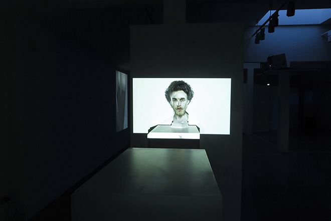 Mustafa Sabbagh - rinasci:mentale, 2016 , video-mapping su scultura in gesso, dimensioni ambientali, courtesy: l'artista