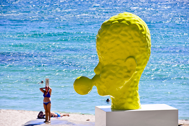 Qian Sihua - Bubble no.7 (2013-14), Sculpture by the Sea, Cottesloe 2016. Photo Gareth Carr