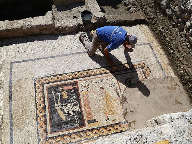 Siate allegri, godetevi la vita – Un antico mosaico rivela la vera saggezza