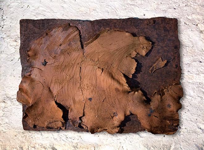Massimo Luccioli - Isola 2, 2014, terracotta a riduzione e smalto, cm 100x70