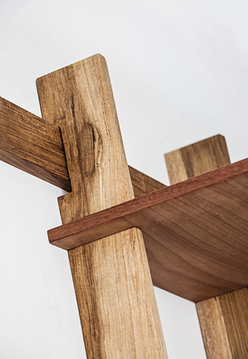 Alejandro Sticotti & Sudacas - Wood detail