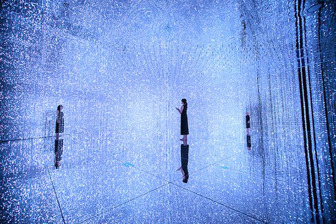 teamLab - Crystal Universe, Interactive Digital Installation, 2015