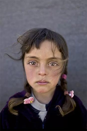 Muhammed Muheisen / AP Photo - Zahra Mahmoud, 5 anni, viene da Deir el-Zour, Siria. La foto è stata scattata l'11 marzo in un campo profughi vicino al confine siriano nella periferia di Mafraq, Giordania.