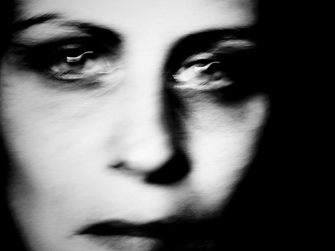 Anna Fabroni - Diario visivo, self portrait serio nero, 2012