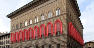 Ai Weiwei - Reframe (Nuova cornice), Palazzo Strozzi, Firenze 2016. PVC, policarbonato, gomma cm 650 x 325 x 75 ciascuno. Courtesy of Ai Weiwei Studio