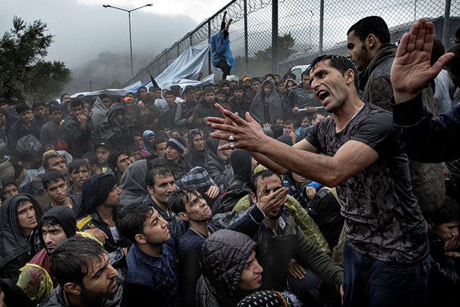 Jacob Ehrbahn - Brawls and fights, Refugee Stream, Moria, Lesbos (Greek), 2015
