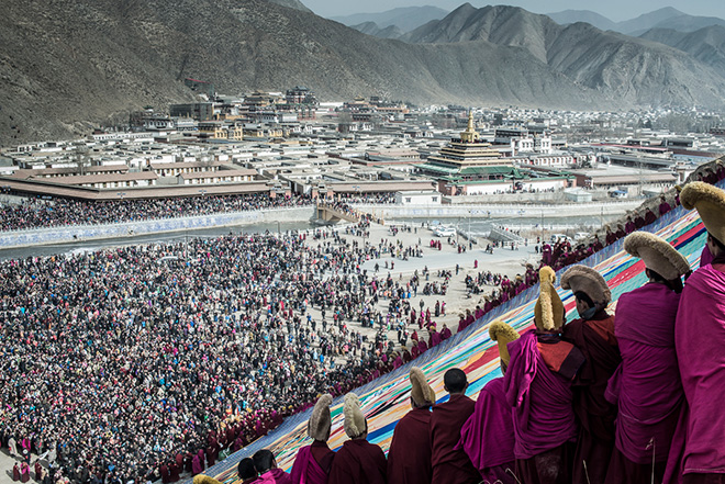Christopher Roche - Tibet, Sunning the buddha at Labrang