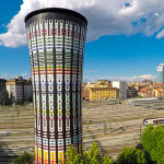 Torre Arcobaleno di Milano – Il Totem Ceramico Colorato